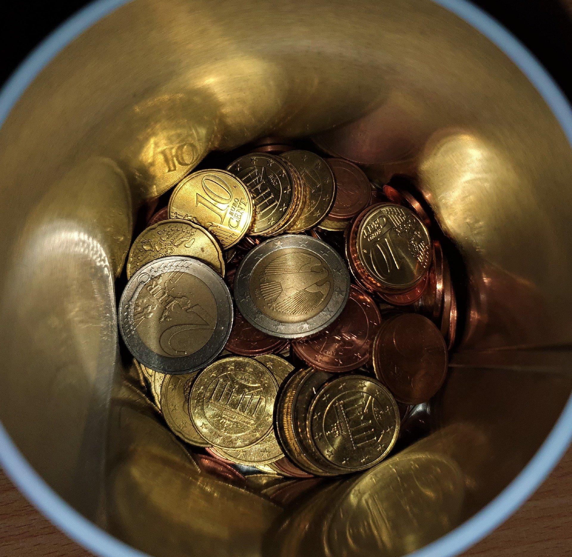 money-box-with-small-money-4911966_1920 (c) René Schué auf Pixabay